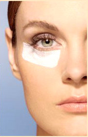l-intervento-di-blefaroplastica-per-palpebre-cadenti-borse-sotto-gli-occhi-e-rughe-il-chirurgo-oculoplastico