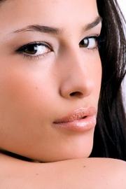 trucco-occhi-e-viso-il-trucco-semipermanente-per-l-aumento-delle-labbra-per-coprire-cicatrici-e-macchie