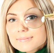 Sollevare le palpebre cadenti ed eliminare le rughe intorno agli occhi trattamento laser di Medicina Estetica