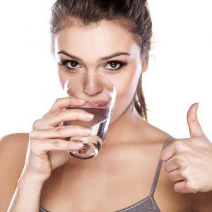 bere tanta acqua benefici