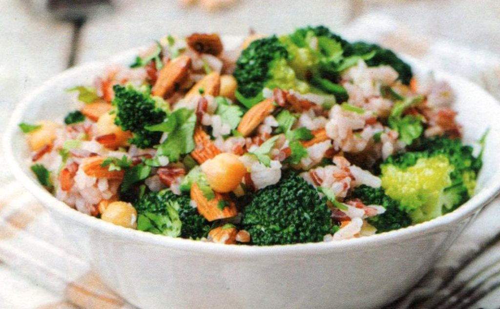 insalata di riso ceci broccoli mandorle